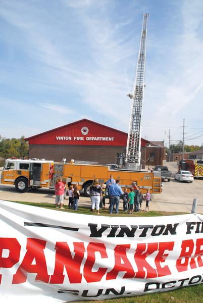 Vinton Second Grade students visit fire station